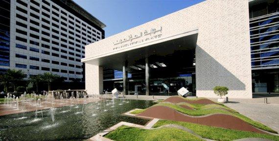 بلومبرغ: الإمارات تنجح في مواجهة كورونا والاحتفاظ باقتصادها قوياً