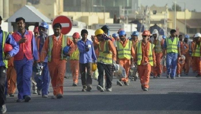 اعتراف قطري بانتهاك حقوق العمال وإجبارهم على العمل بظروف قاسية