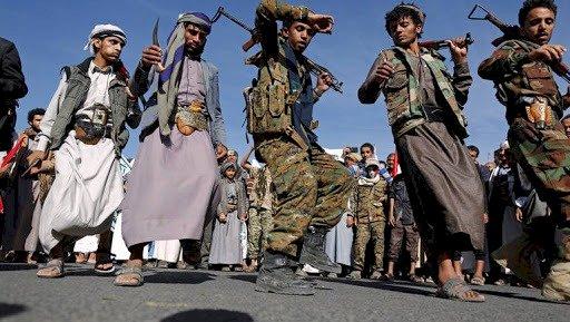 يمنيون: الأمراض المستعصية والميليشيات تُسمِّم حياتنا