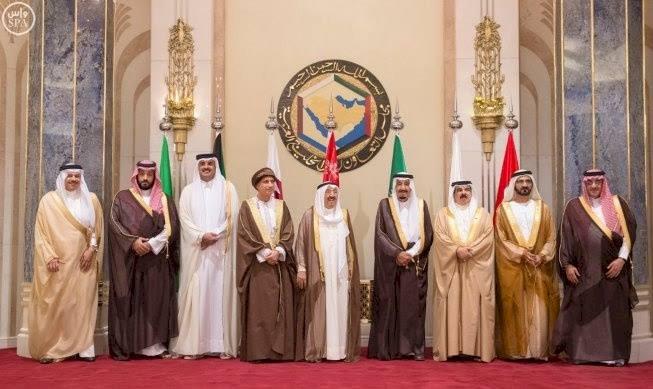 سر زيارة الأمين العام لمجلس التعاون للدوحة: توسلات قطرية لإنقاذ الاقتصاد
