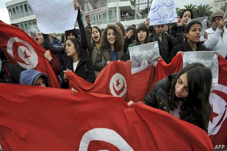 متظاهرون تونسيون يوضحون أسباب الاحتجاجات: نرفض حكم الإخوان
