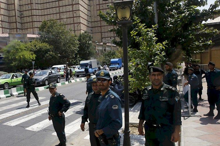 خبراء: النظام الإيراني قطع الإنترنت عن بلوشستان للتغطية على جرائمه