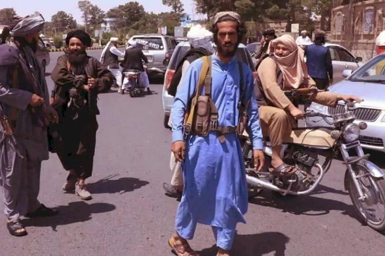أفغانستان تواجه المجهول.. خبير دولي: طالبان ترتكب جرائم حرب